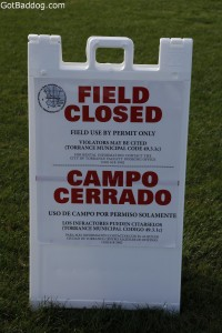field closed sign